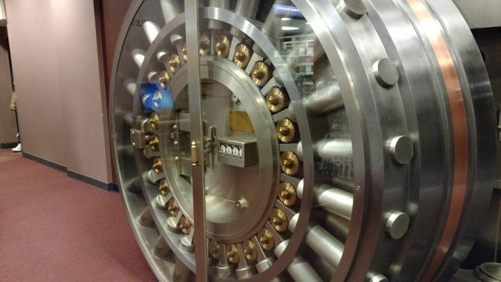 vault-2383965_960_720